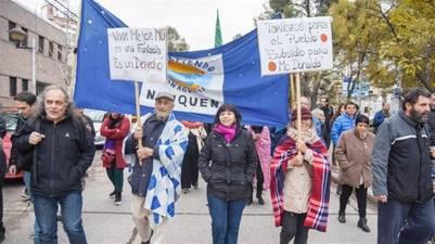 marcha-frazadas-tarifas-Neuquen_CLAIMA20160601_0245_17