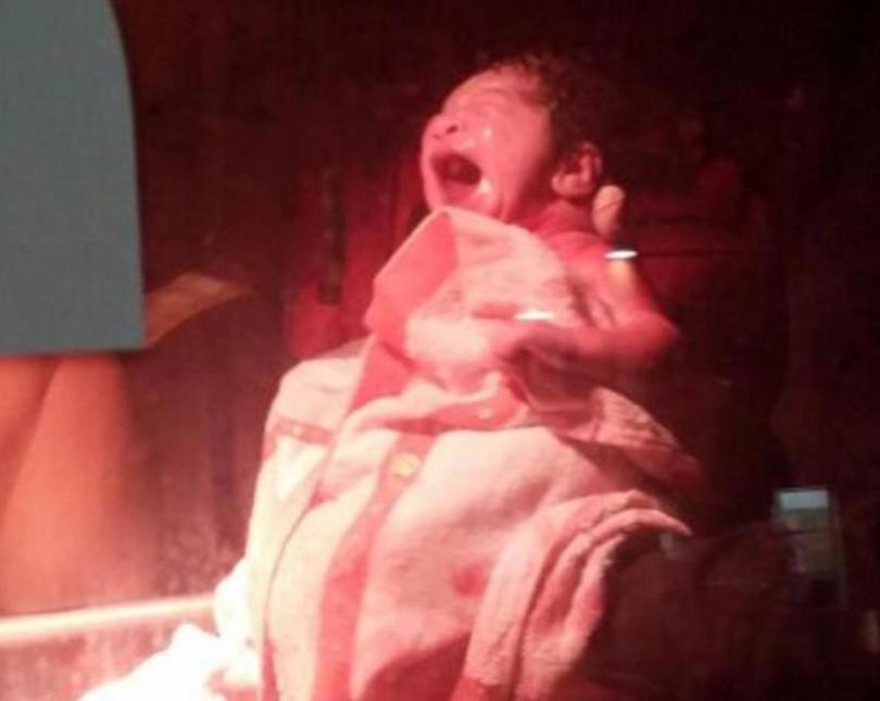 Bebe nacido en el puente