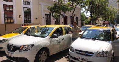 Taxistas presionan por aumento de tarifas