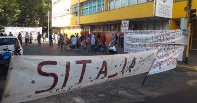 Tareferos se manifestaron frente al INYM por la obra social