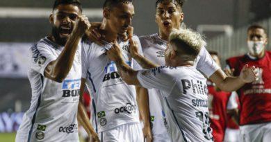Santos goleó a Boca y hay final brasileña